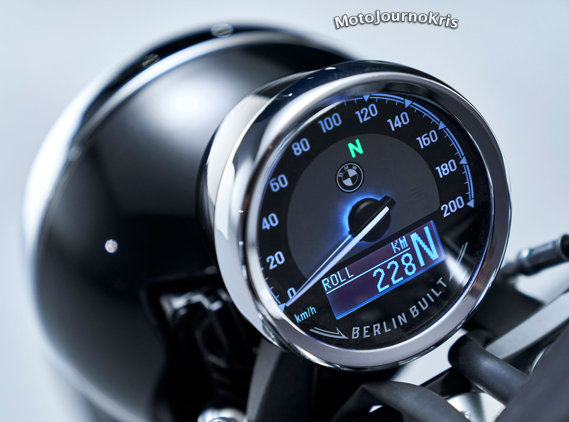 2020 BMW R 18 cruiser analogue dash with digital readout